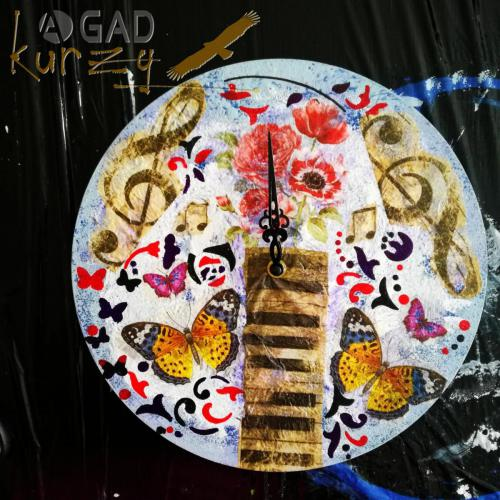 AGAD-kurzy_kreativny_tvorivy_denny_tabor_ Liptovsky_Mikulas_decoupage_servitkovanie_krakelovanie_obraz_hodiny